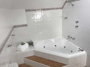 Loft suite ensuite bathroom